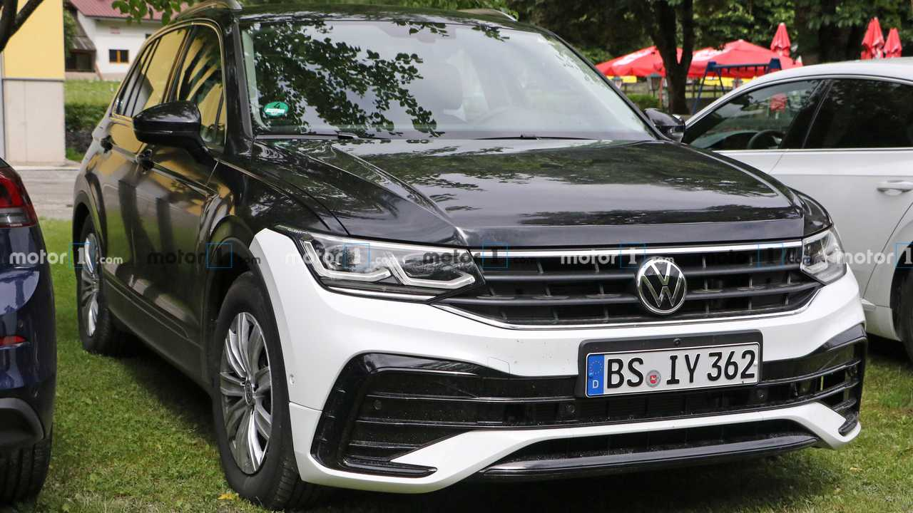 2021 VW Tiguan facelift spy photo