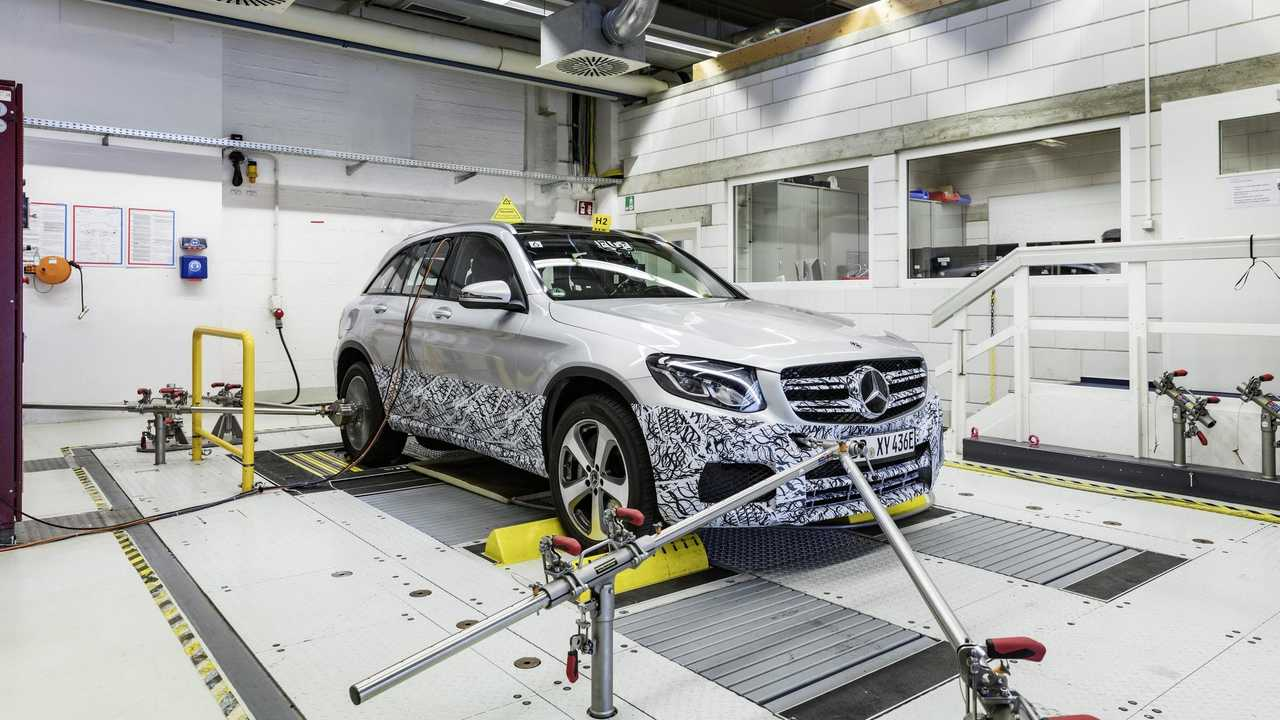 Mercedes-Benz GLC F-CELL: The development and testing of the GLC F-CELL: The road to series production goes by way of intense functional and fatigue tests of individual components and later also of the complete test vehicles.