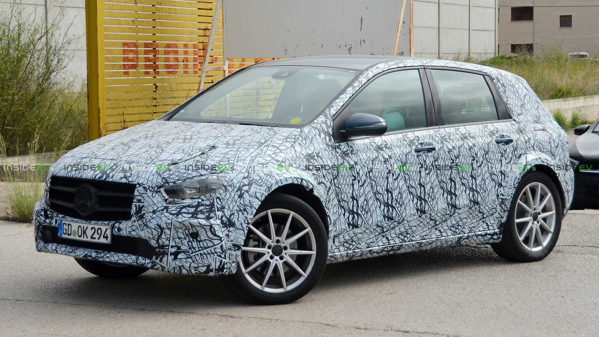 Mercedes-Benz EQB Spied Testing: 100-kWh Battery Capacity ...