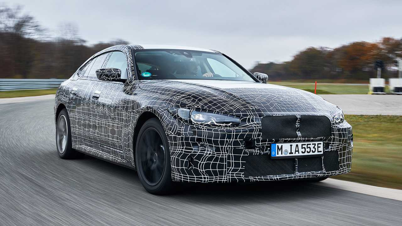 BMW i4, il prototipo in pista