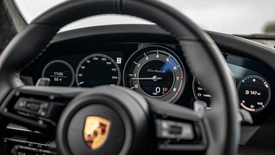 Porsche 911 Turbo S ve McLaren 720S'in kıyasıya rekabetini izleyin