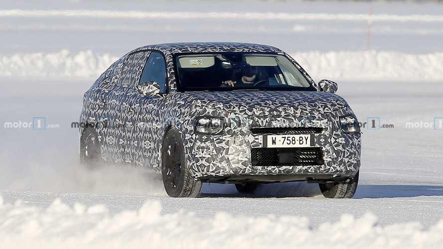 La future Citroën C4 électrique surprise en cours d'essai