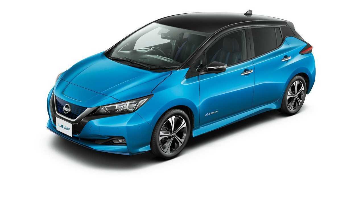 Nissan LEAF G (2-tone Vivid Blue and Super Black)