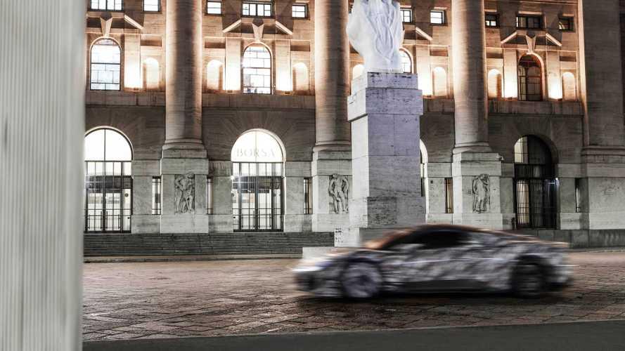 Maserati MC20, le foto delle prove su strada a Milano