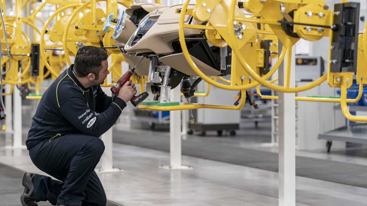 Aston Martin DBX SUV'si İçin Yeni Açılan Fabrika