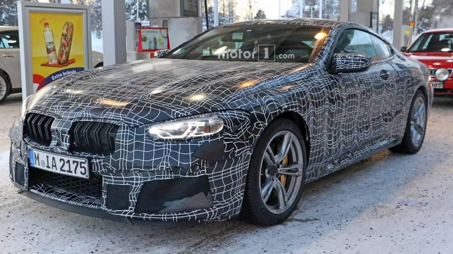 Kamuflajlı BMW M8 yakıt alırken görüntülendi