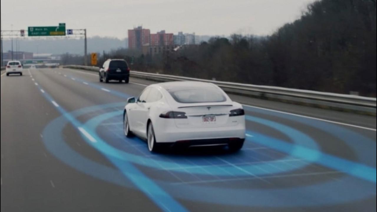 [Copertina] - La Tesla evita un incidente, proprio come avrebbe fatto una Panda... o quasi [VIDEO]