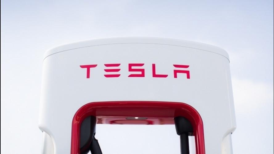 [Copertina] - Tesla, 400 kWh l'anno gratis per i nuovi clienti