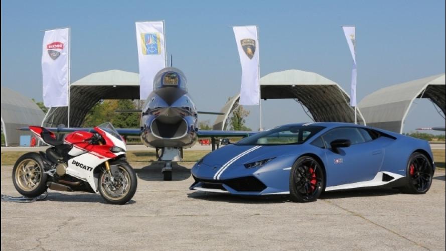 Lamborghini, Bortolotti e Dovizioso provano il volo acrobatico