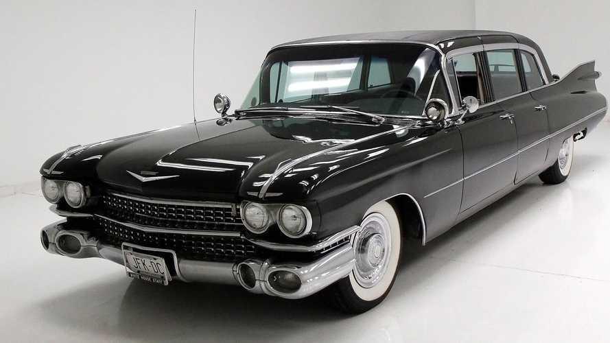 Stealthy Black 1959 Cadillac Fleetwood Is Fin-Tastic