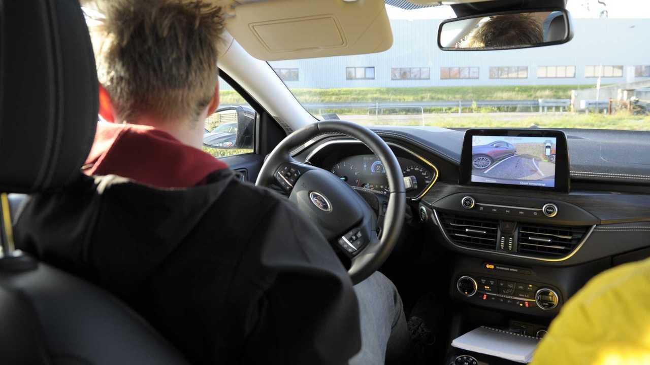 Hệ thống an toàn xe hơi giúp việc lái xe trở nên dễ dàng hơn bao giờ hết