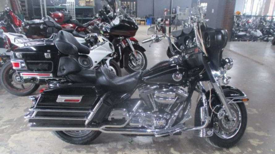 Cruise In Comfort On A 2004 Harley-Davidson Ultra Classic Electra Glide