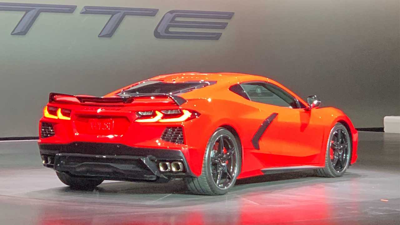 2020 Chevrolet C8 Corvette Unveiled As Mid-Engine Rocket