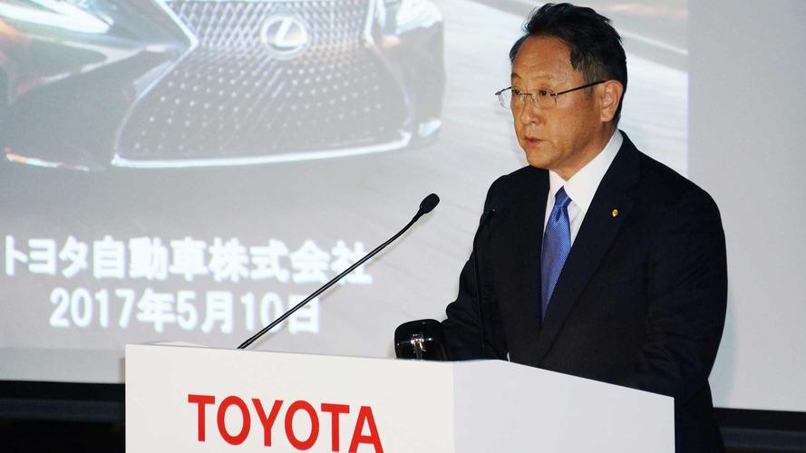 A Toyota elnöke kicsit odabökött a Teslának