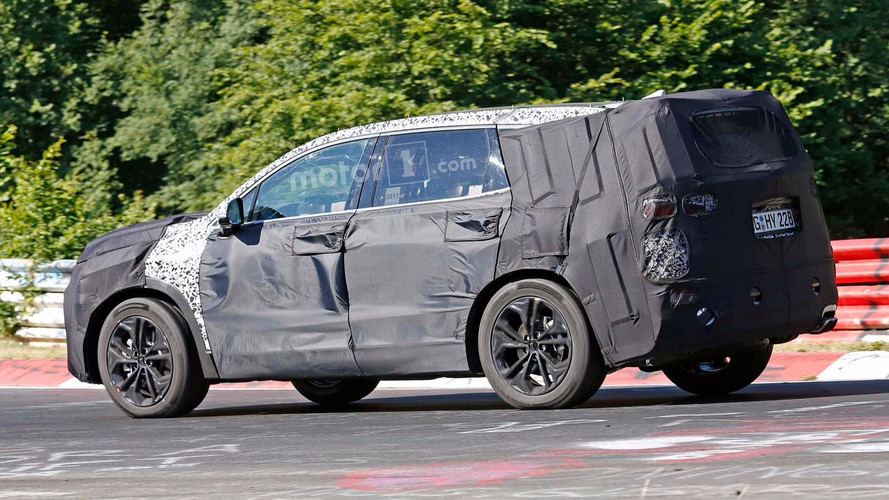 New Hyundai Santa Fe Spied Tackling The Nürburgring
