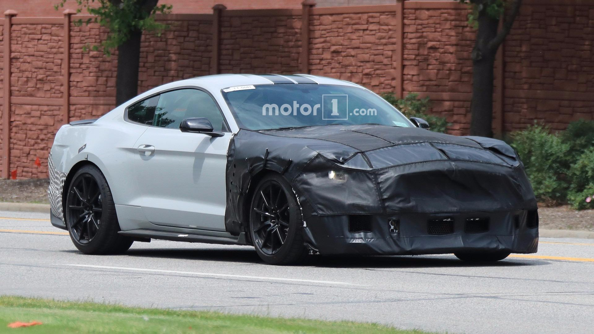 2019 ford mustang shelby gt500 looks aggressive in new rendering