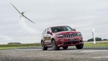 Jeep Grand Cherokee SRT vs Plane