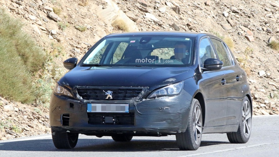 Peugeot 308 spied while hiding a facelift