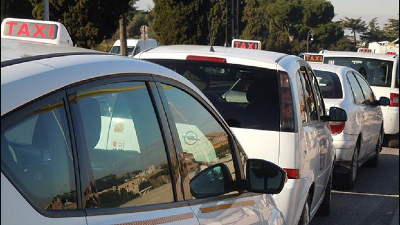 [Copertina] - Taxi, anche a Roma arrivano le telecamere a bordo