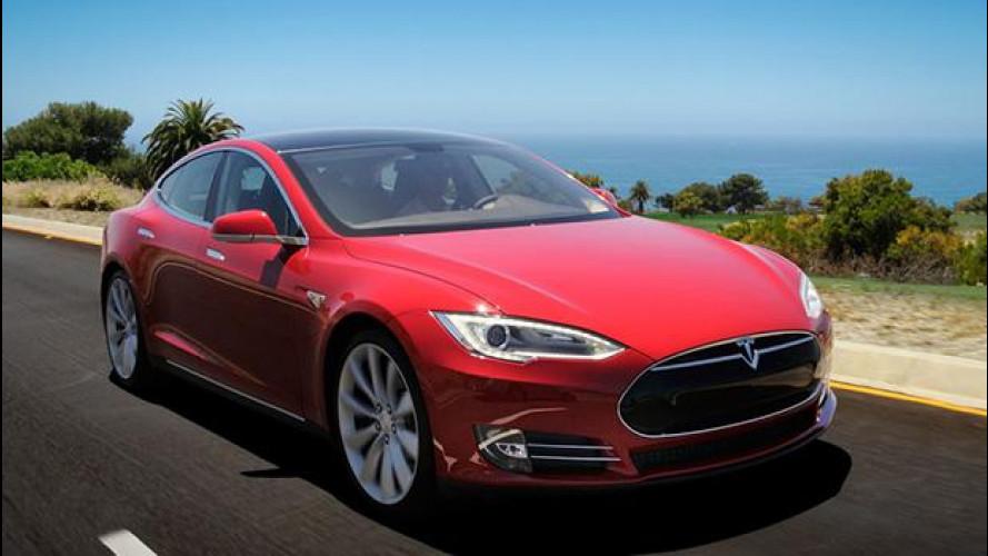 Tesla Model S, con l'ultimo aggiornamento guida da sola