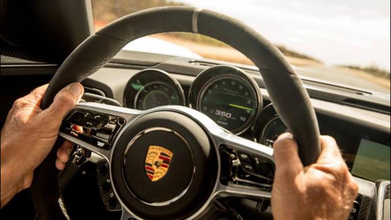 [Copertina] - Porsche lavora a un nuovo cruise control