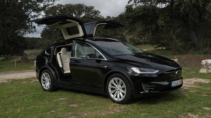 ¿Por qué se han llamado a revisión a 15.000 Tesla Model X?