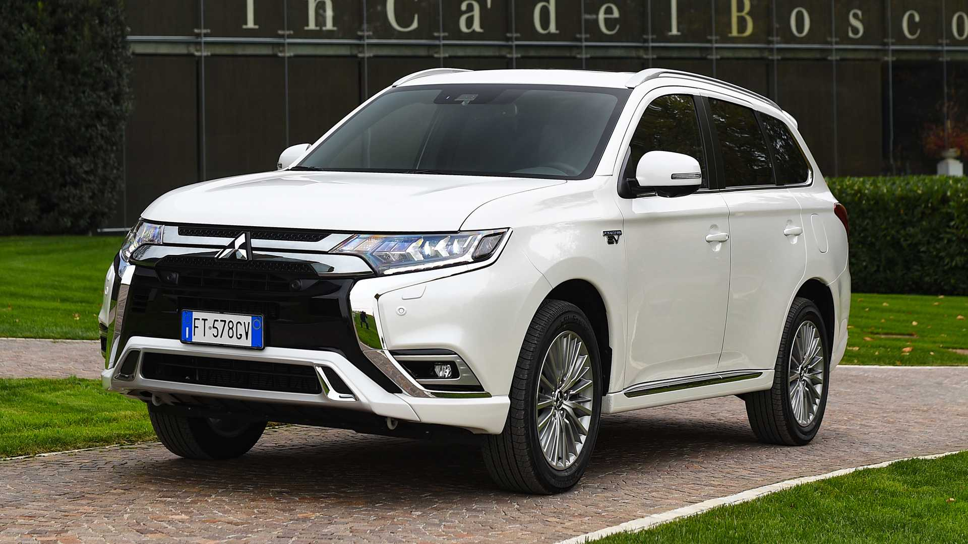 Mitsubishi Is Expected To Update Outlander PHEV In The U.S.