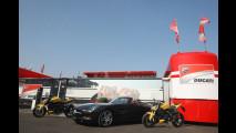 Mercedes SLS Roadster-Ducati Streetfighter 848, insieme in pista