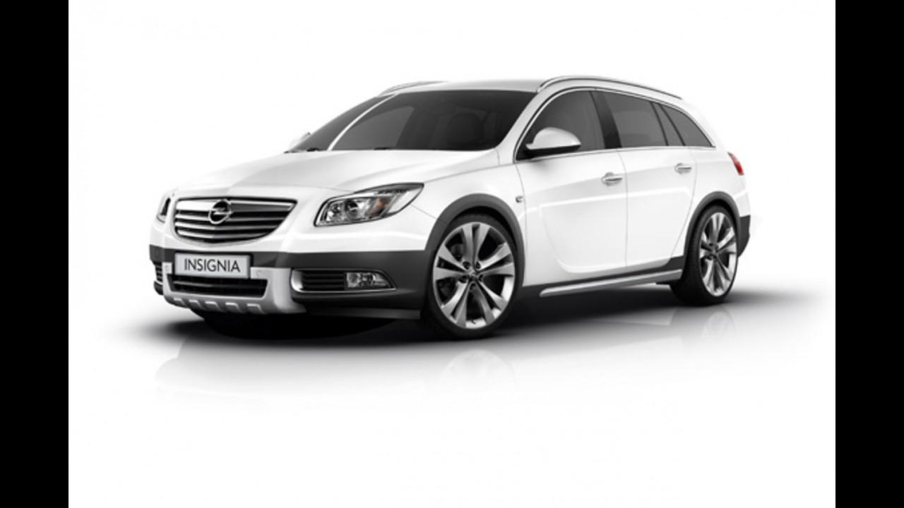 Opel Insignia CrossFour, le immagini in Rete