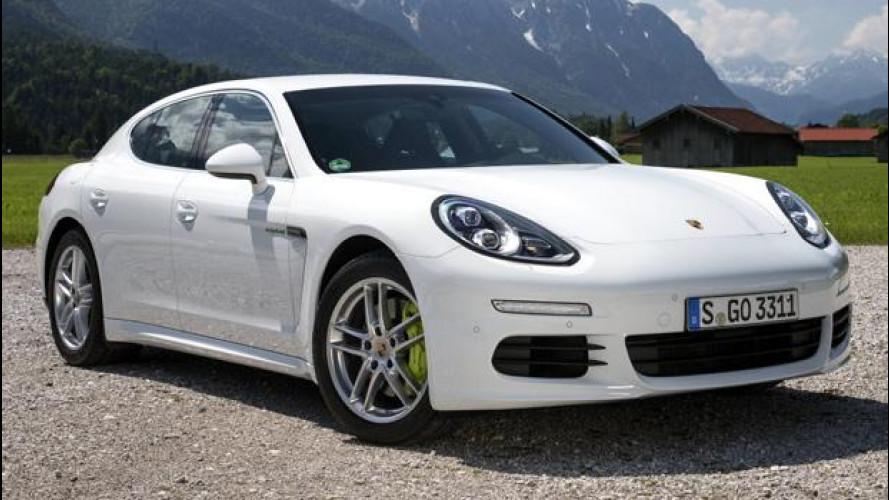 Porsche investe sull'ibrido, e incassa