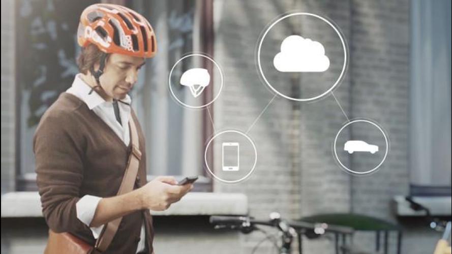 Bici, arriva il casco salva-vita che comunica con le auto
