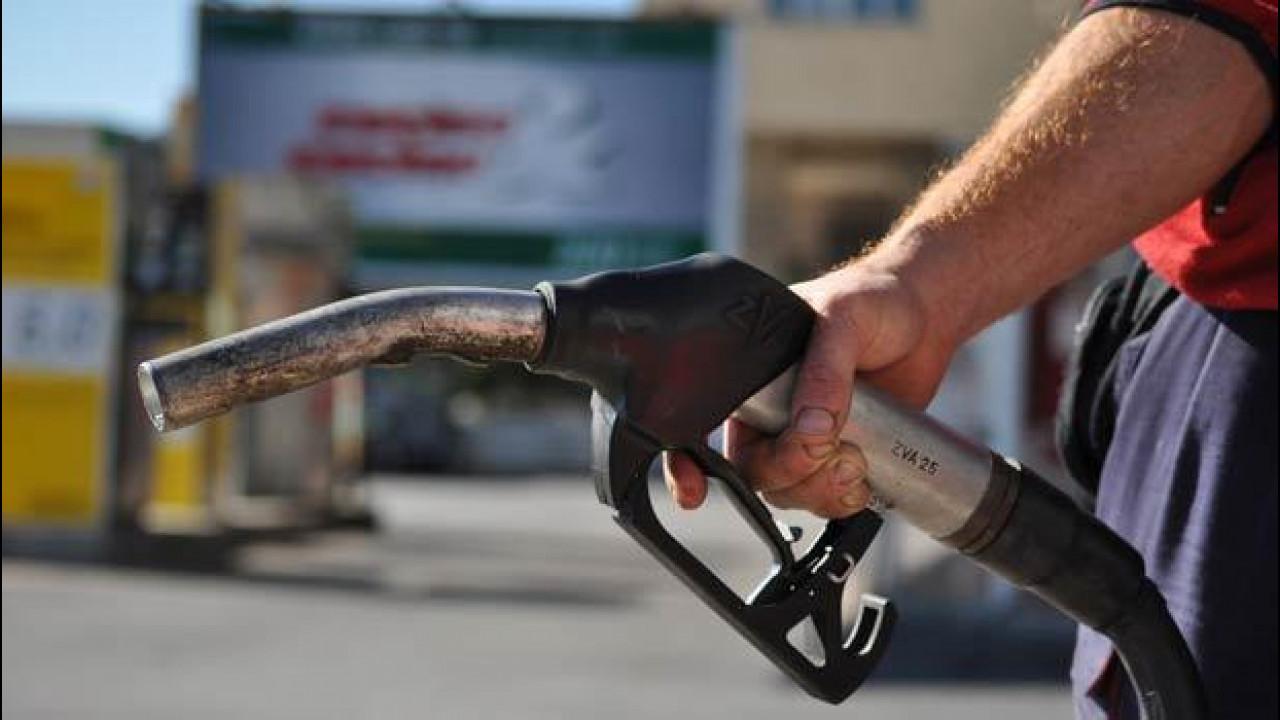 [Copertina] - IVA al 22%: il prezzo di benzina, diesel e GPL sale
