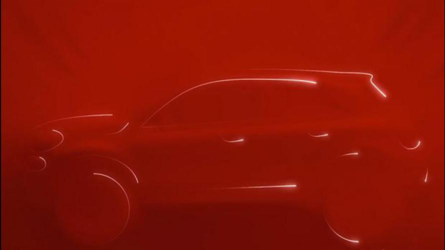 Fiat 500X: eccola… sotto un telo rosso