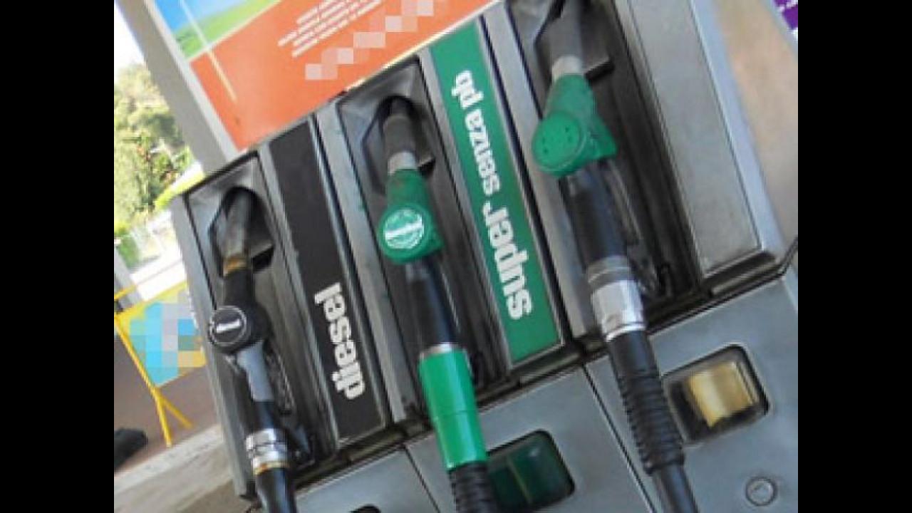 [Copertina] - Prezzi benzina: i primi aumenti del 2013