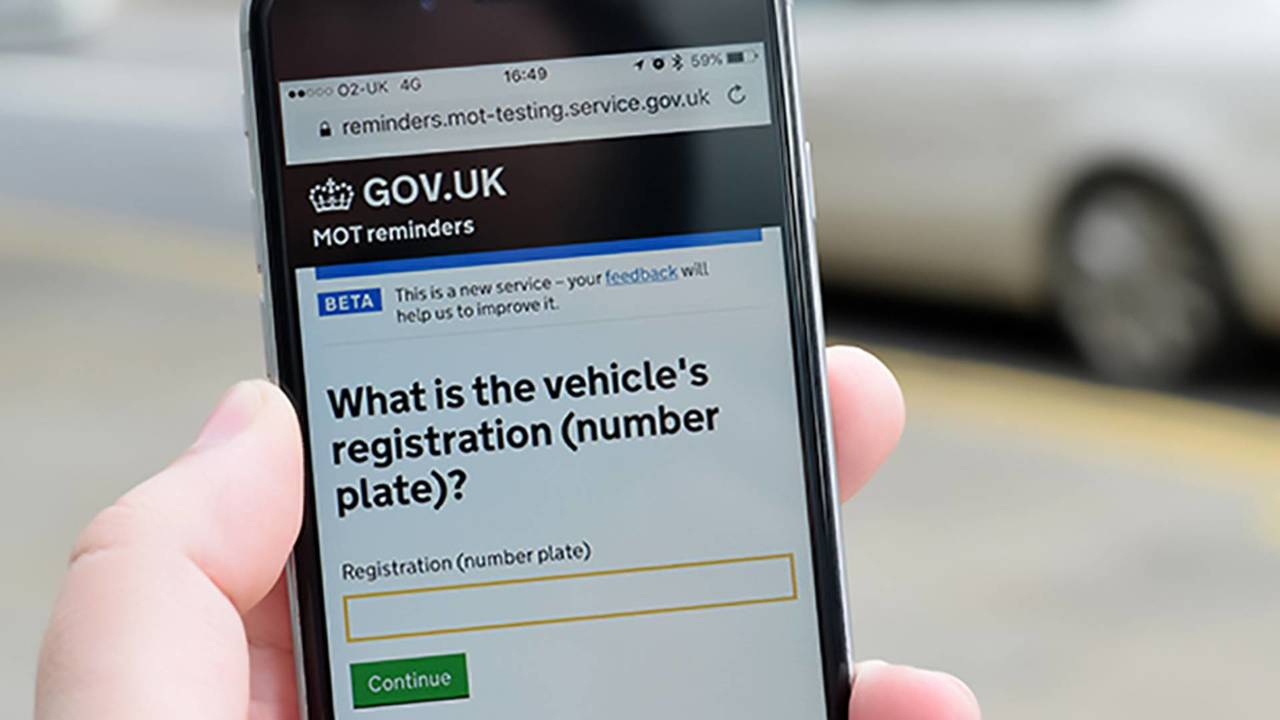 mot-reminders-on-mobile-phone