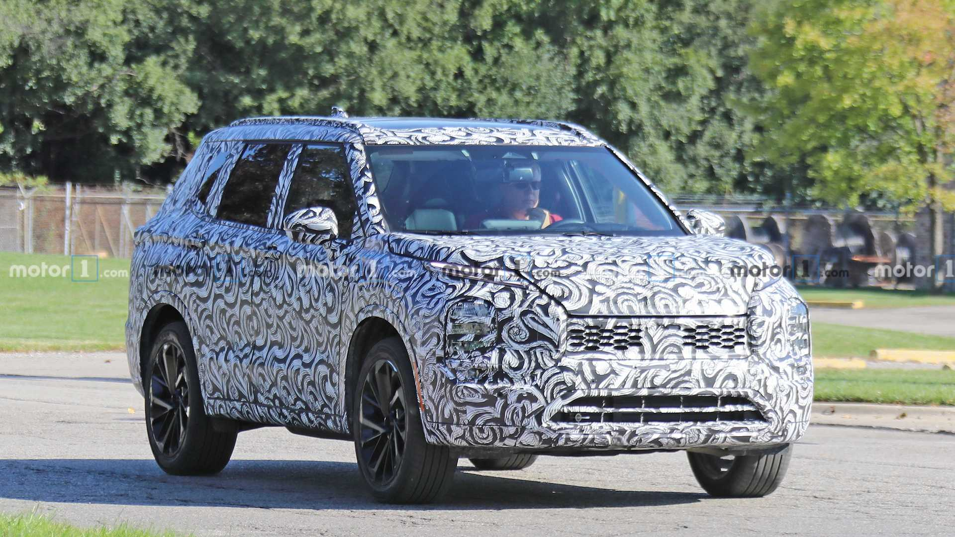 nextgen mitsubishi outlander spied for the first time
