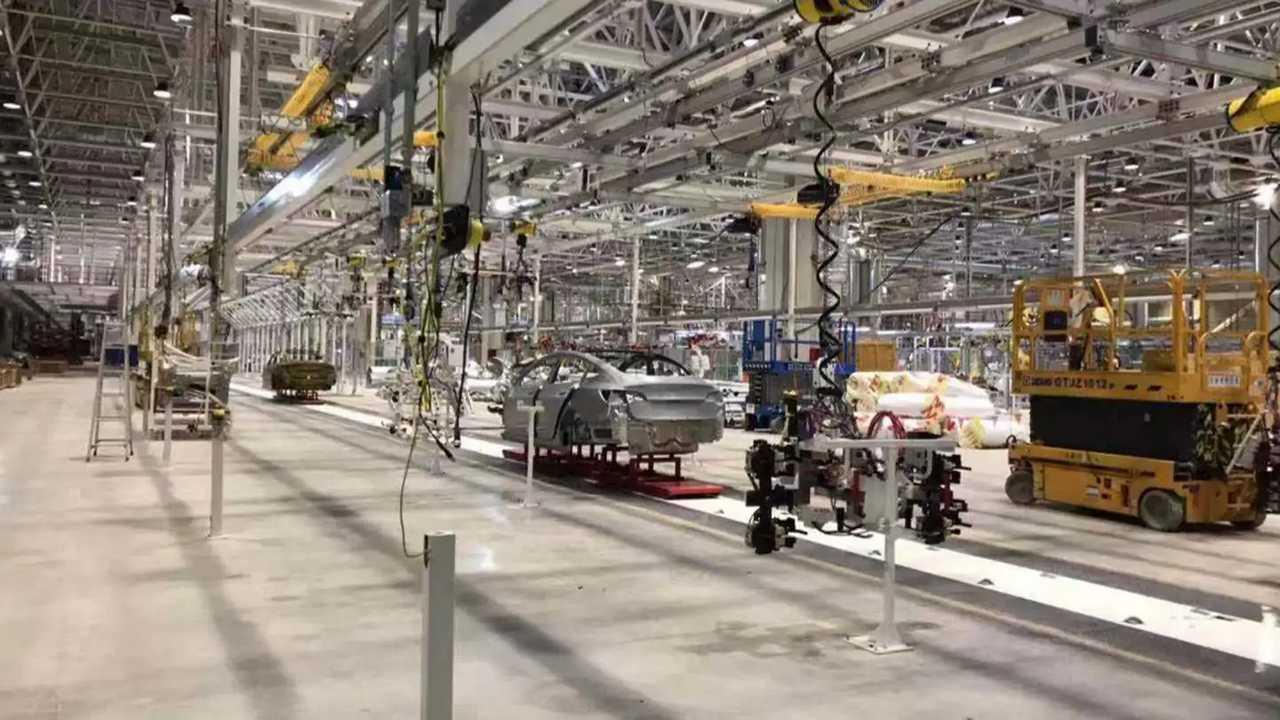 Tesla Gigafactory 3, image credit: Battery King _ (电池王_)