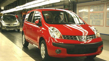 1.6L Note SE in new flame red