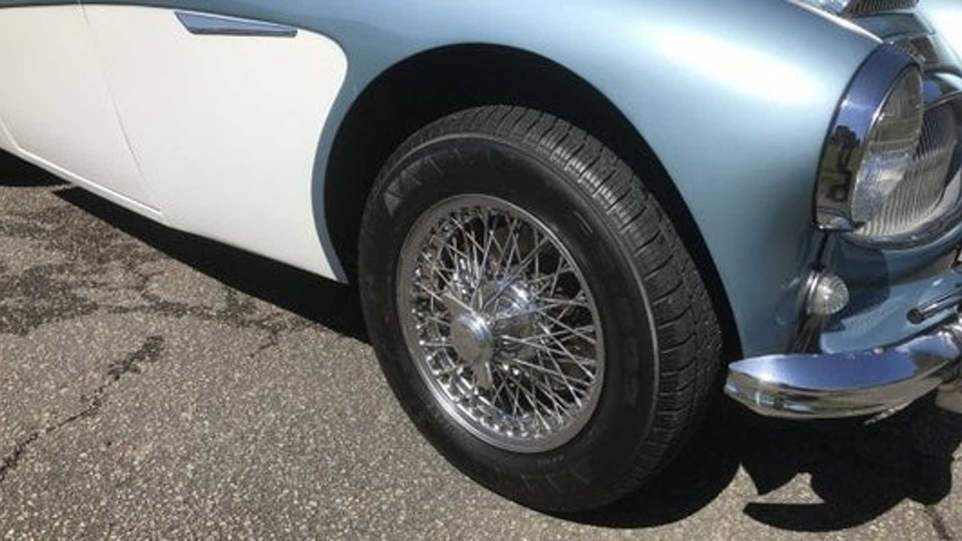 "[""Authentic 1963 Austin-Healey 3000 Defines Classic British Motoring""]"