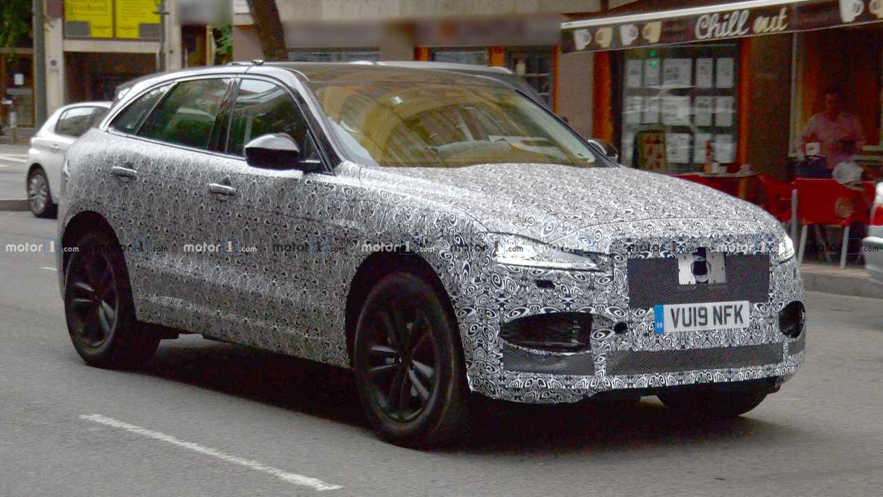 Jaguar F-Pace facelift spy photo