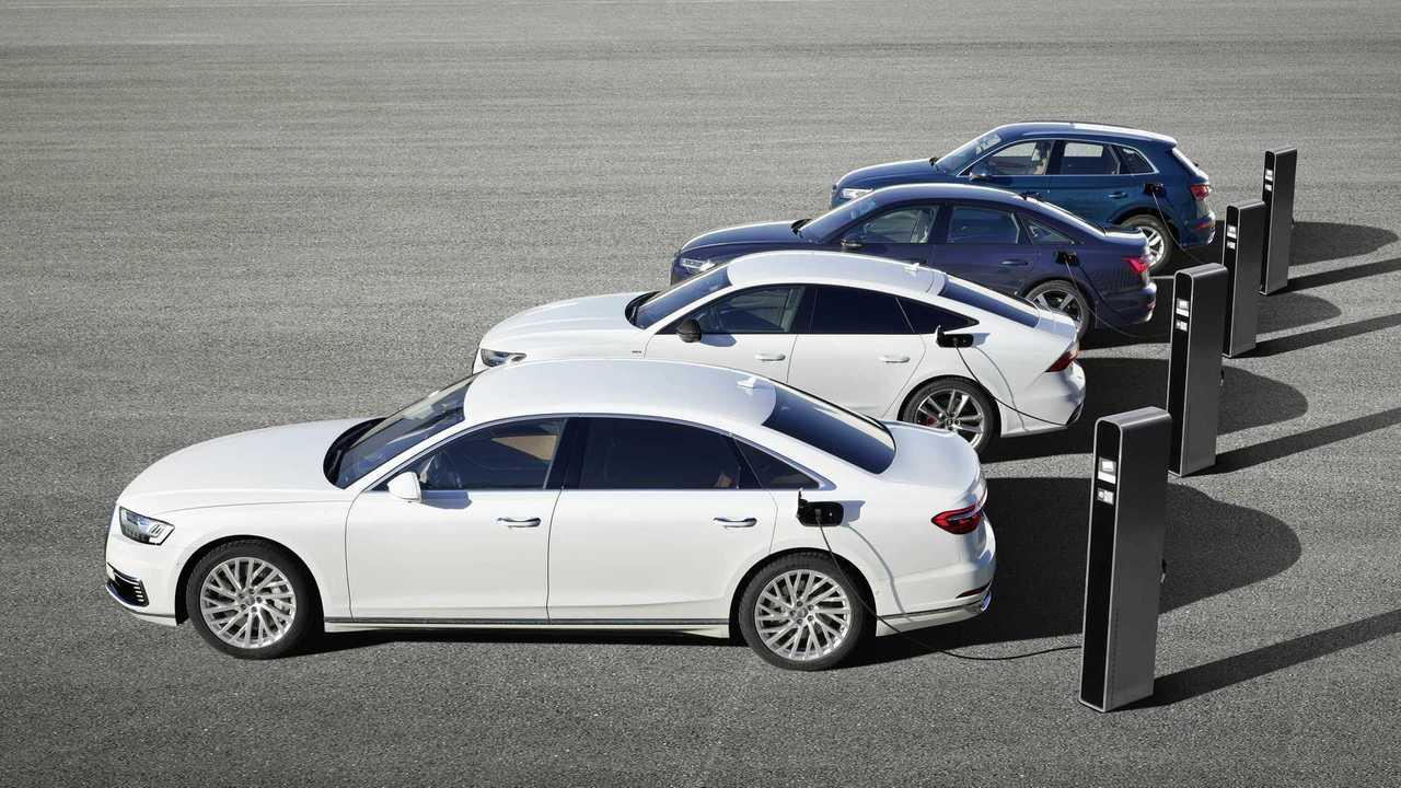 Audis neue Plug-in-Hybride (4 Fahrzeuge an der Ladesäule)