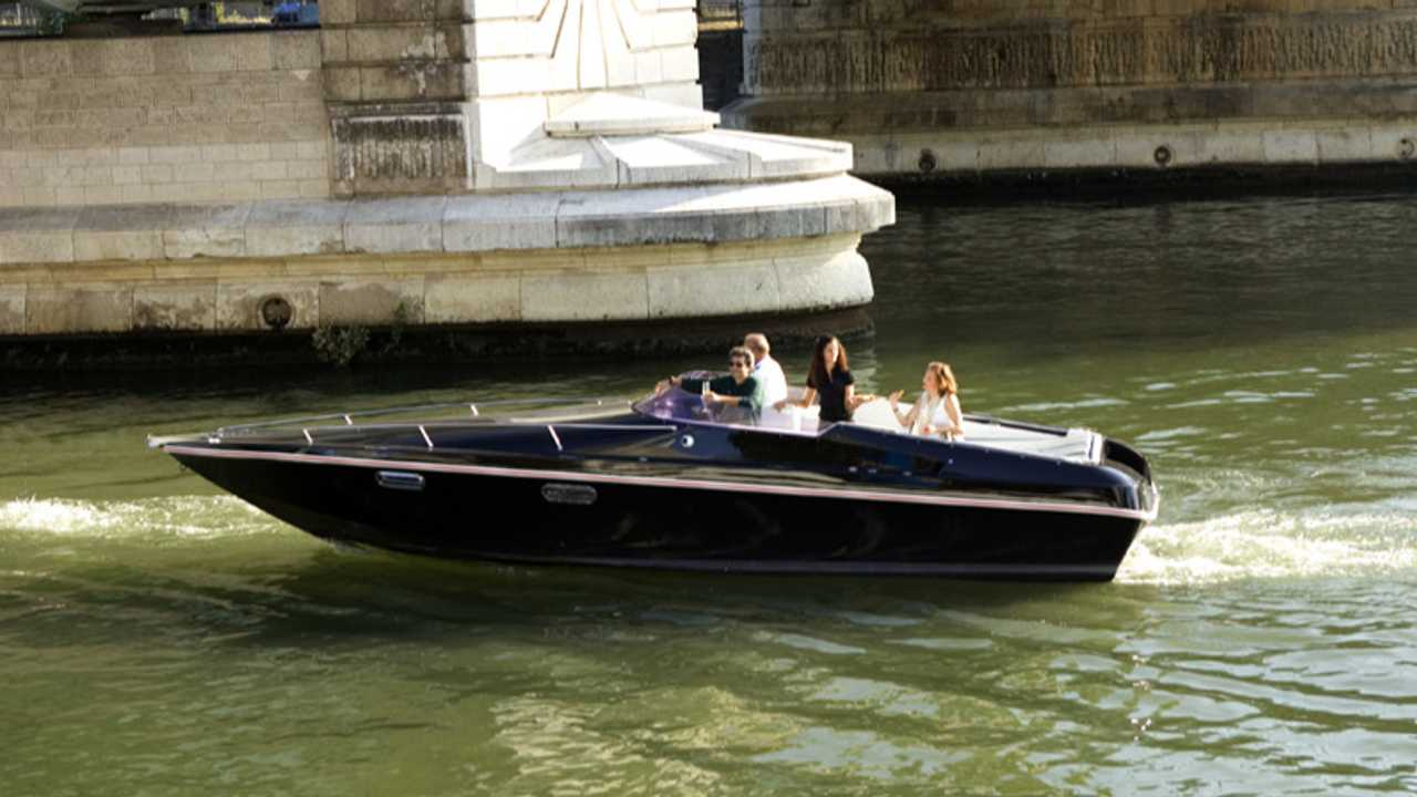 Black Swan all-electric passenger boat with Renault batteries