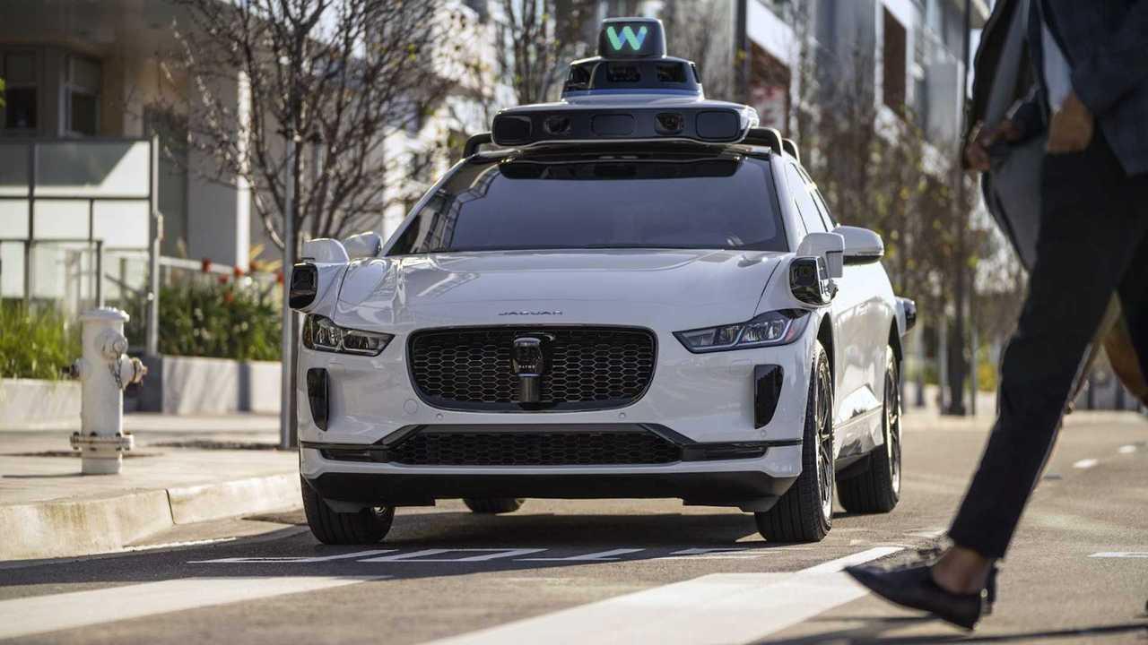 Waymo Jaguar I-Pace guida autonoma