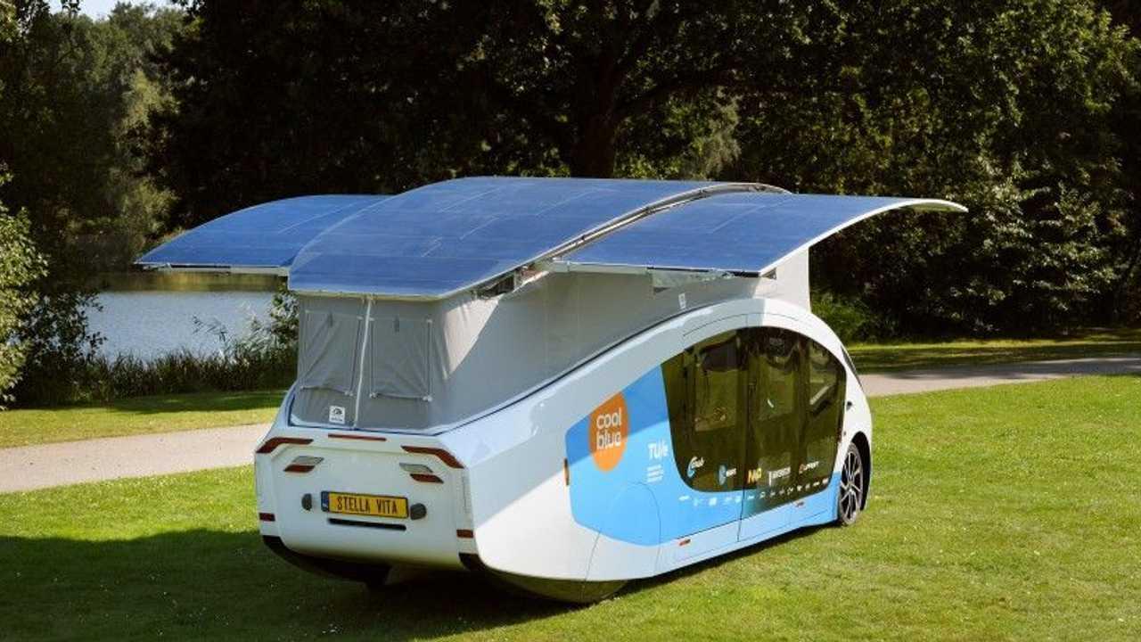Il camper con pannelli fotovoltaici estraibili sul tetto