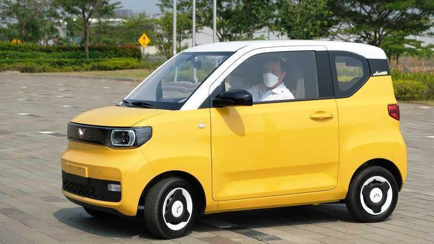 Kunjungi Pabrik Wuling, Tiga Menteri Jajal Mobil Listrik