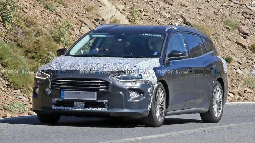 Ford Focus facelift spy photos