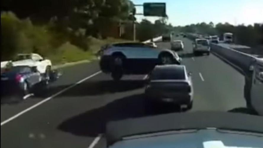 Arkadan darbe bir otomobili nasıl etkiler