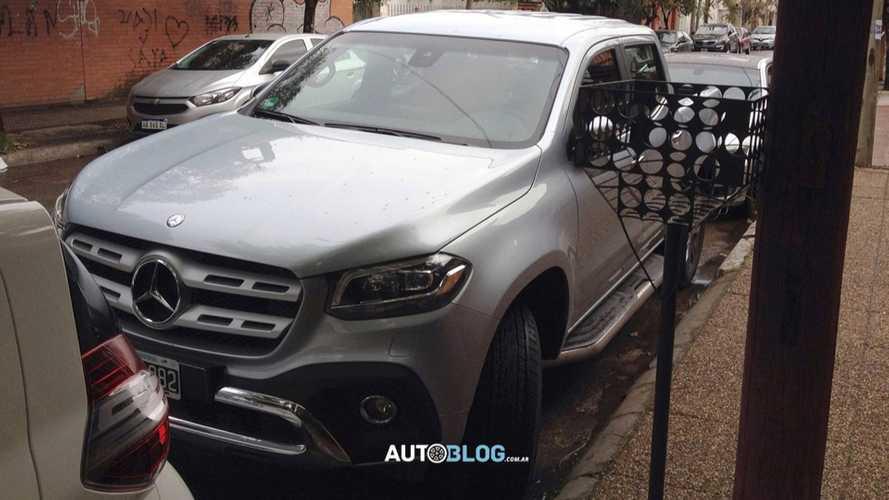 Flagra: Mercedes-Benz Classe X revela detalhes em versão de luxo