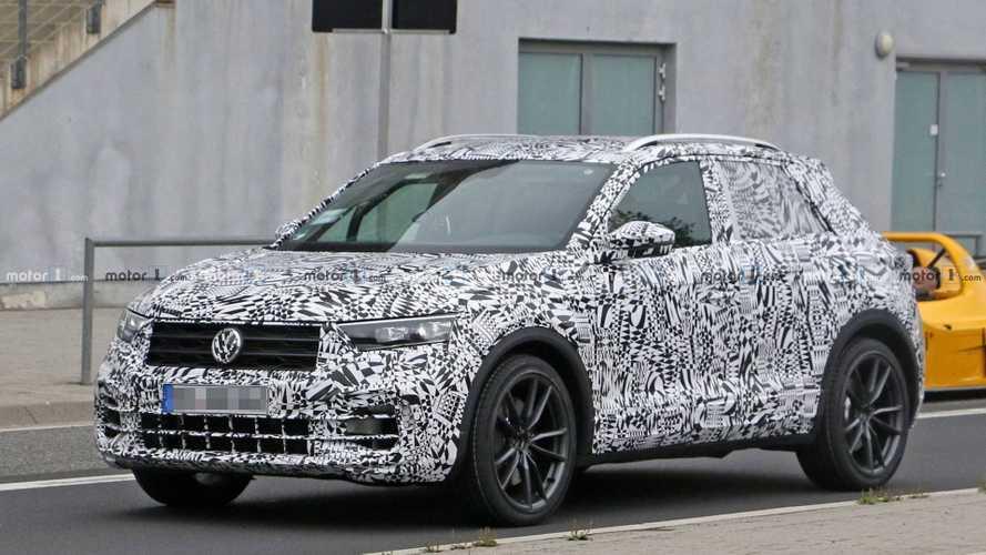 Volkswagen T-Roc R, le foto spia del crossover da 300 CV