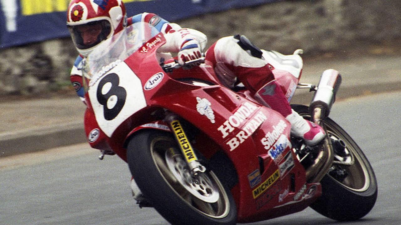 Retro: Carl Fogarty's TT-winning RC30